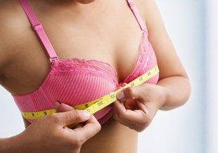 femme-mesurant-poitrine