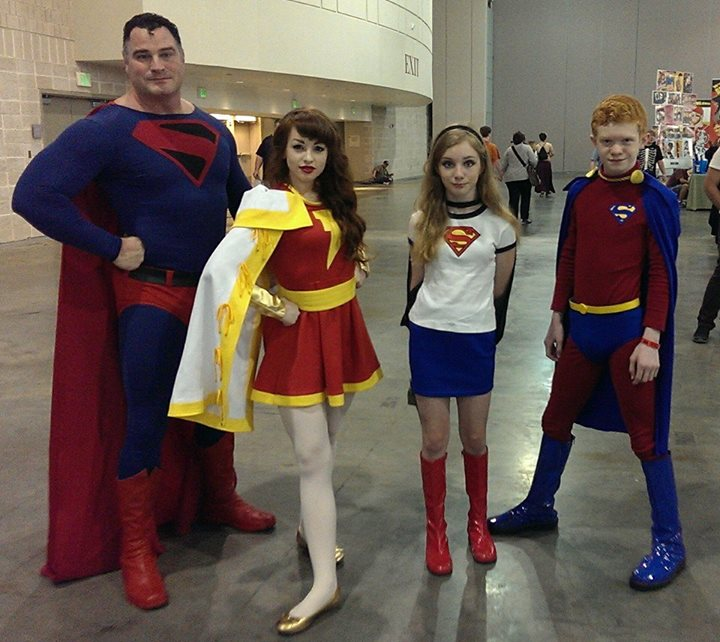 Super_cosplay_Family