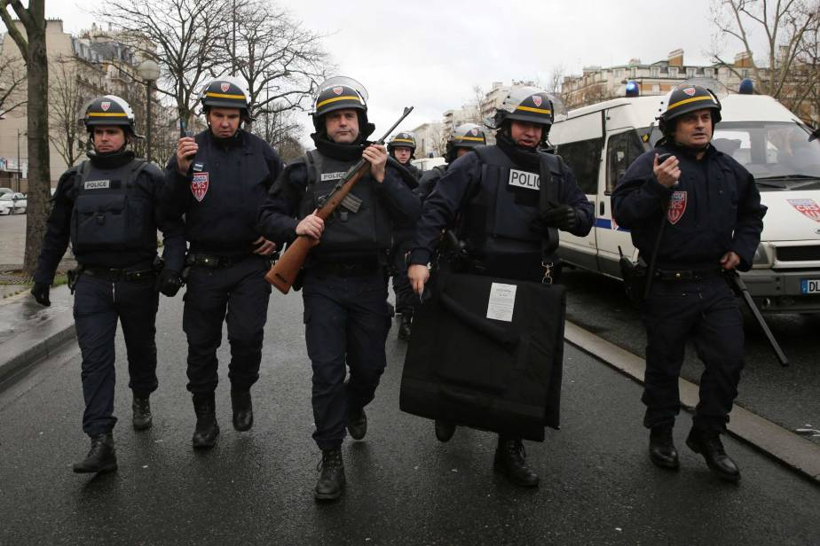 Gunman Linked to Charlie Hebdo Shooters Takes Hostages at Kosher Grocery