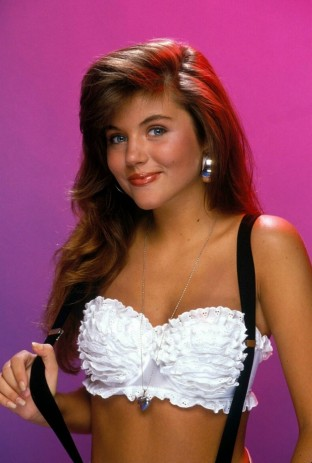 Kelly-Kapowski-Tiffani-Amber-Thiessen-014-930x1381