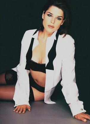Neve Campbell 03