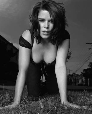 pic_neve-campbell_00
