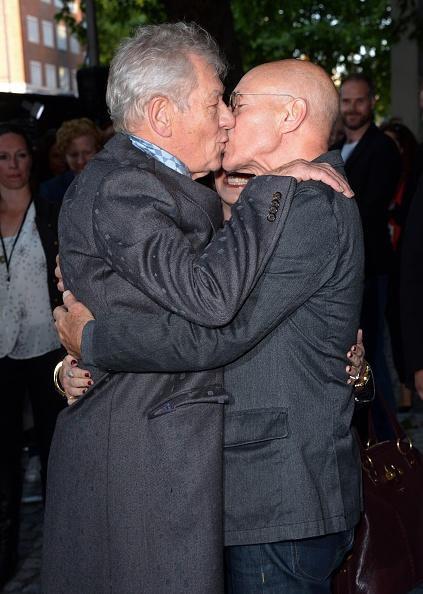 Patrick Stewart and Ian McKellen Share Kiss on RedCarpet