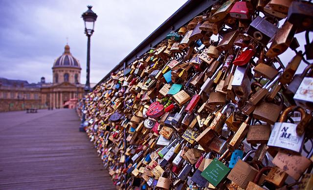Paris Say's «Au Revoir» To LoveLocks