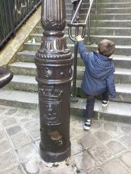 Quartier Caulaincourt , P Jr se dirige vers le Sacré Cœur :)