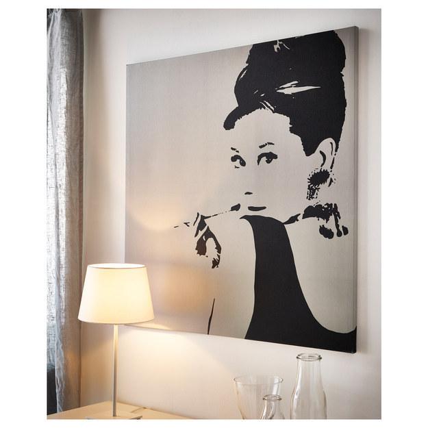 Comment on décorait notre appartement avec des affiches moches d'Audrey Hepburn.