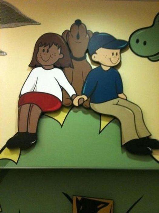 Si vous avez pensé que ces enfants tenaient autre chose que les pattes du chien...
