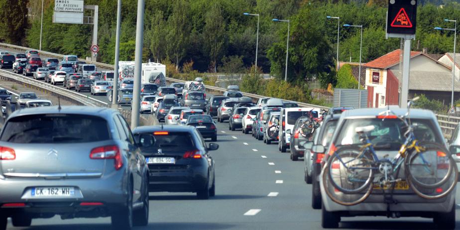Au volant, 89% des parents admettent conduire dangereusement